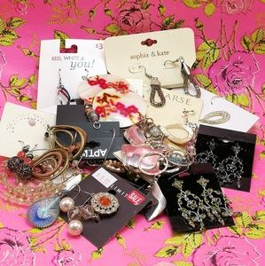 Jewelry - 🌵 NWT HUGE Mystery Bundle 25 pairs Mystery grab